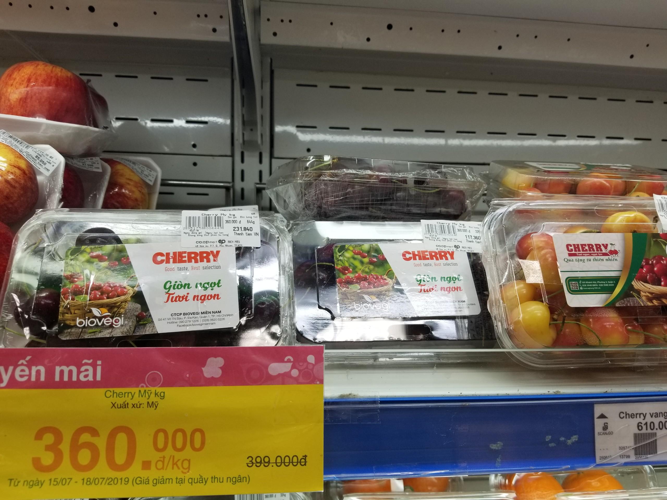 Cherry tại siêu thị Coopmart Rạch Miễu được bán với giá 360 ngàn đồng/kg. Ảnh: PV