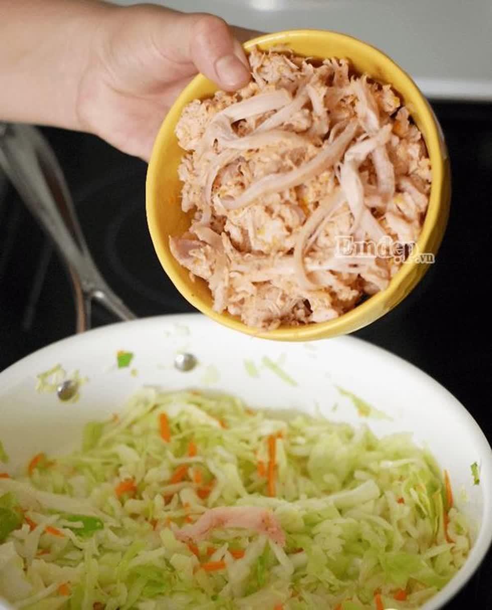 Món ngon mỗi ngày: Cách làm gà xào bắp cải giòn ngọt, mềm ngon