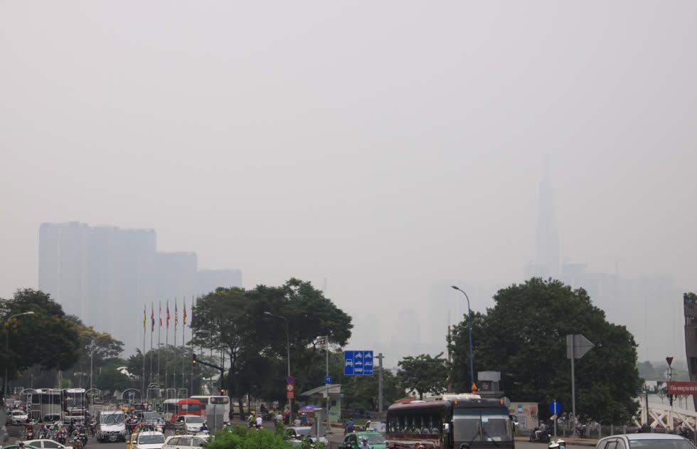 Mây mù tại TP.HCM là hiện tượng ô nhiễm môi trường với nồng độ bụi mịn cao