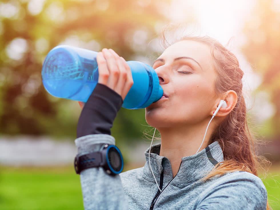 8 lý do bất ngờ khiến cơ thể luôn trong tình trạng khát khô