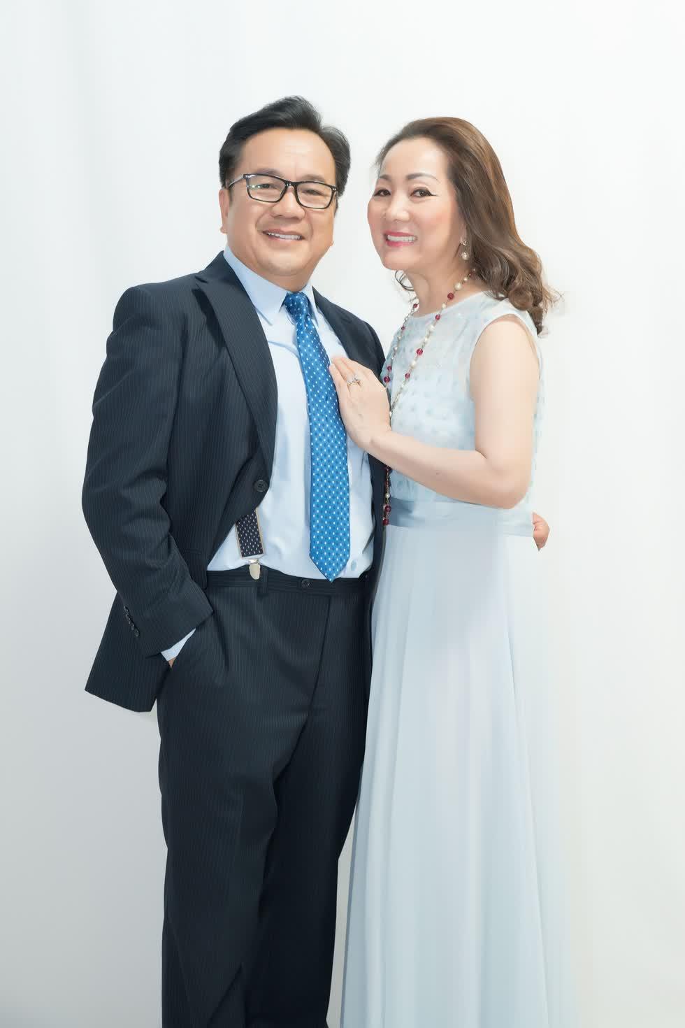 Cặp đôi gắn bó với nhau hơn 30 năm hôn nhân.