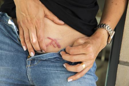 Các thành viên củaNIXVM phải đóng dấu ký hiệu lên người, ở vị trí gần cơ quan sinh dục.