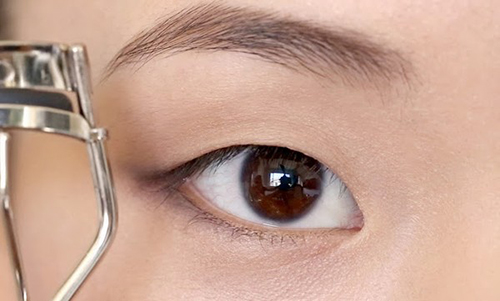 9 cách trang điểm làm cho đôi mắt to và hút hồn hơn