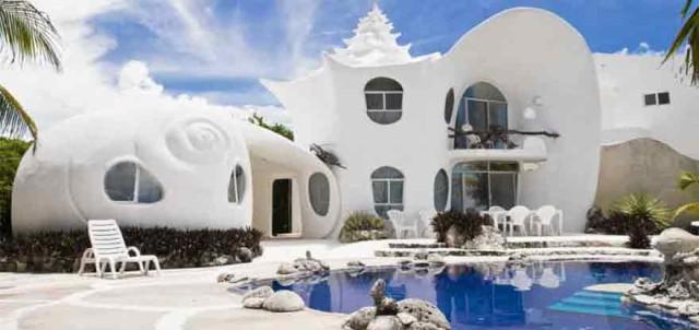 Bạn đã bao giờ tưởng tượng mình sống trong vỏ sò nằm ngay trên cát trắng gần biển?