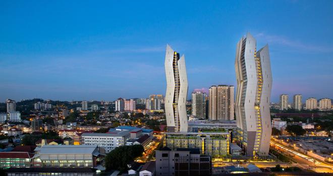 Công trình này là sự kết hợp hài hòa của 2 tòa tháp đôi có hình dạng zic-zac rất độc đáo, nhìn từ xa chúng ta còn có thể liên tưởng tới 2 chiếc chiến thuyền không gian đến từ tương lai. Kết hợp cùng với bối cảnh xung quanh của thành phố Kuala Lumpur, cả 2 tòa tháp trở nên thực sự nổi bật, là điểm nhấn trong toàn khung cảnh thành phố thủ đô của Malaysia.