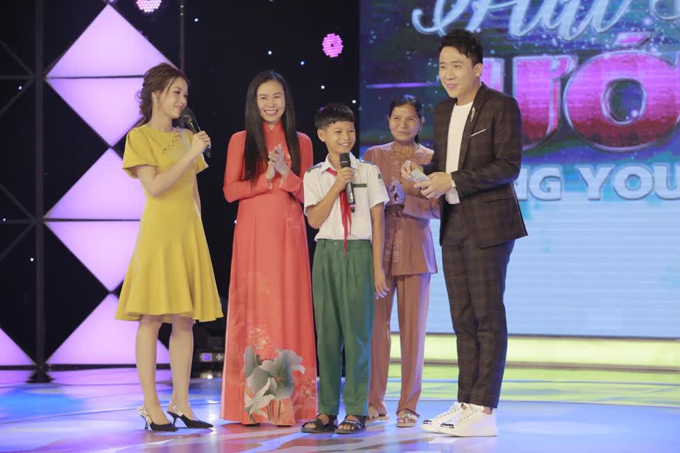 Thí sinh hát cho hoàn cảnh của Hồ Minh Hiếu đạt giải nhất 20 triệu đồng.