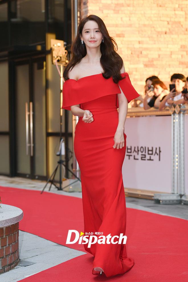 Yoona đọ sắc với dàn mỹ nhân U50, đẹp lấn át tại thảm đỏ LHP Busan trong ngày thứ 2