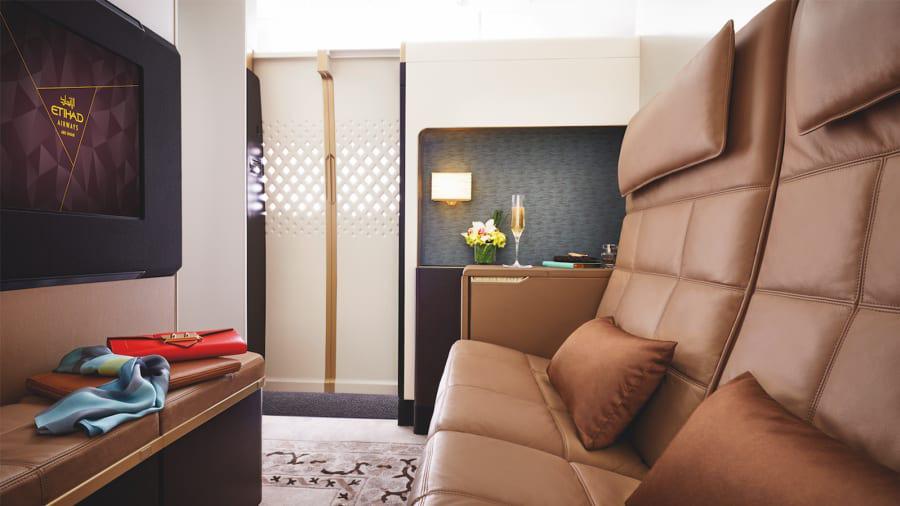Khi di chuyển, giới giàu Abu Dhabi cũng lựa chọn phòng nghỉ hạng sang có tên Residence trên máy bay của hãng hàng không Etihad Airway.