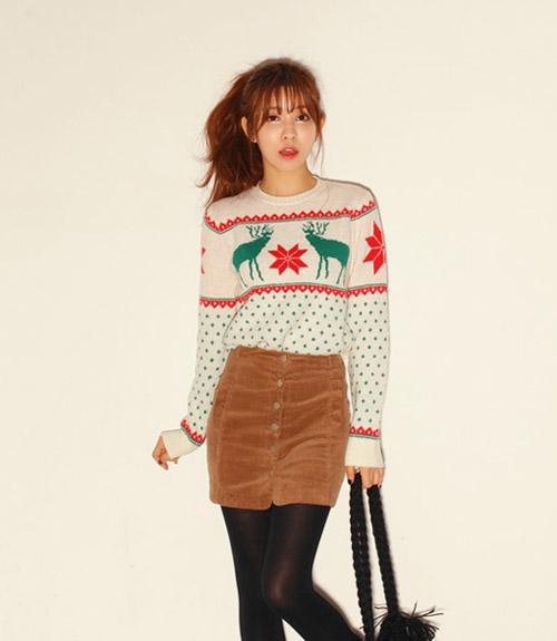 Những mẫu áo len đỏ, trắng và xanh cho mùa Noel 2019