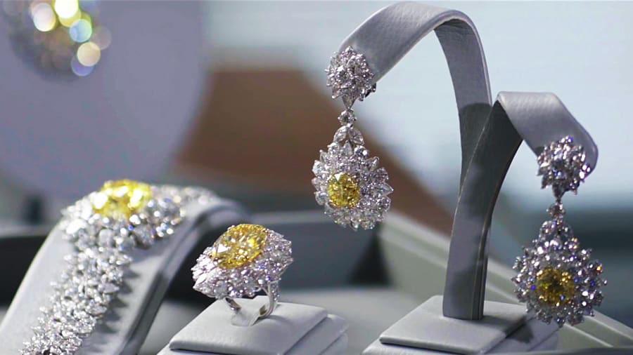 Mouawad được điều hành bởi thế hệ thứ tư nhà Mouawad - ba anh em Fred, Alain và Pascal. Đây là một trong gia tộc kinh doanh kim cương giàu nhất thế giới, sở hữu hàng loạt bộ sưu tập đắt giá.