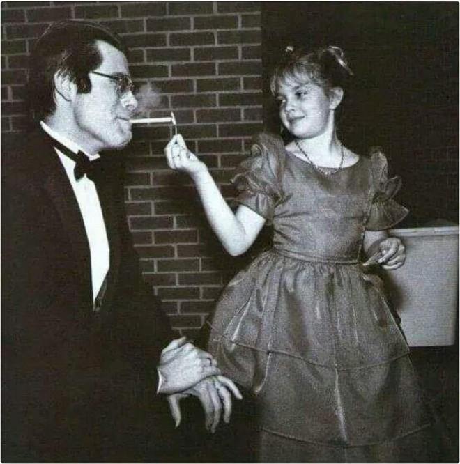 Từ nhỏDrew Barrymore đã nổi tiếng nhờ vẻ ngoài xinh xắn và tài năng diễn xuất.