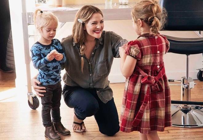Hiện, nữ diễn viên dành phần lớn thời gian chăm sóc con cái.