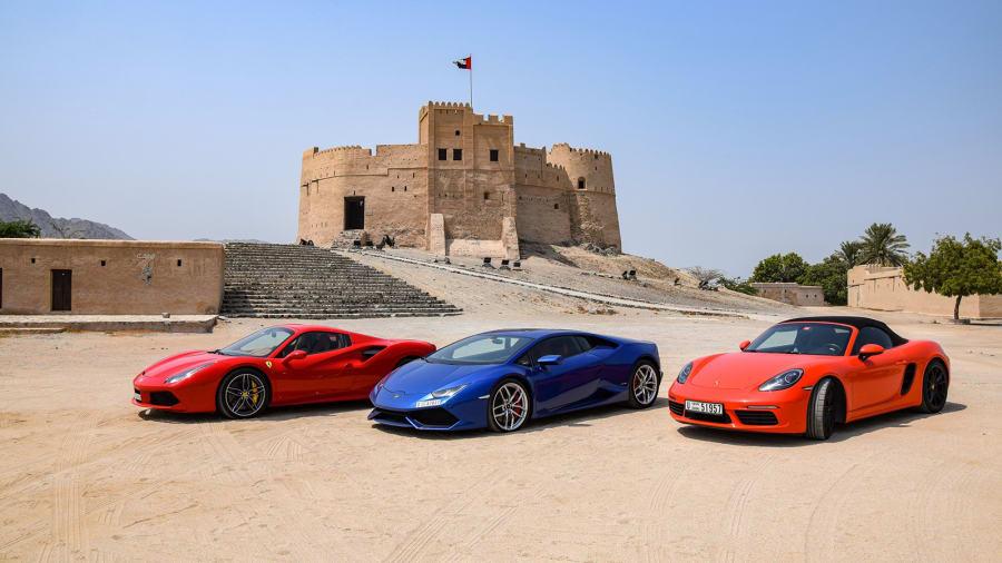 Người Trung Đông nổi tiếng với tình yêu dành cho siêu xe, và Abu Dhabi có địa hình hoàn hảo dành cho những người mê siêu xe thể thao.