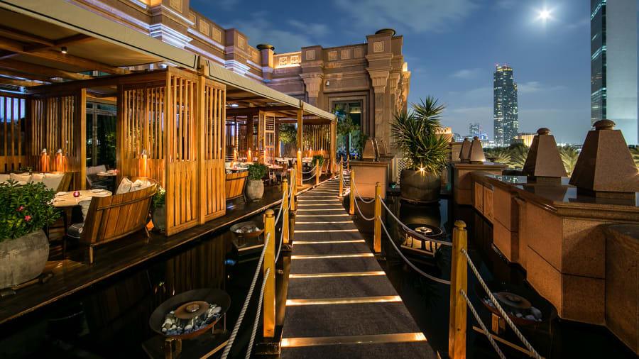 Nhà hàng Quảng Đông Hakkasan Abu Dhabi nổi tiếng thế giới là nơi phục vụ giới thượng lưu của Abu Dhabi với những món ăn xa xỉ.