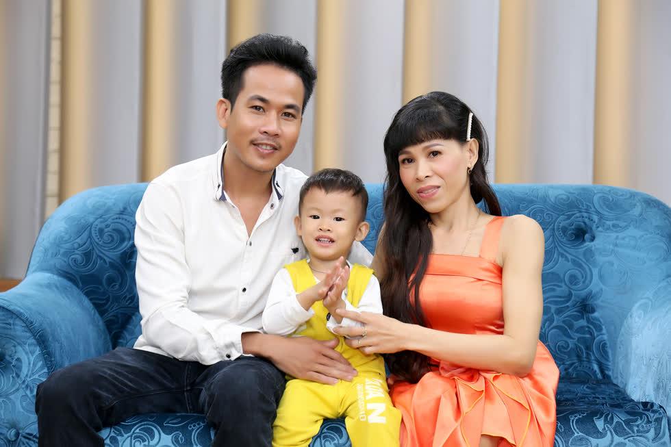 Gia đình nhỏ của hai vợ chồng.