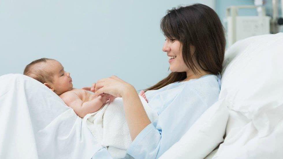 Đi làm trước khi hết thời gian nghỉ thai sản, lao động nữ được gì?