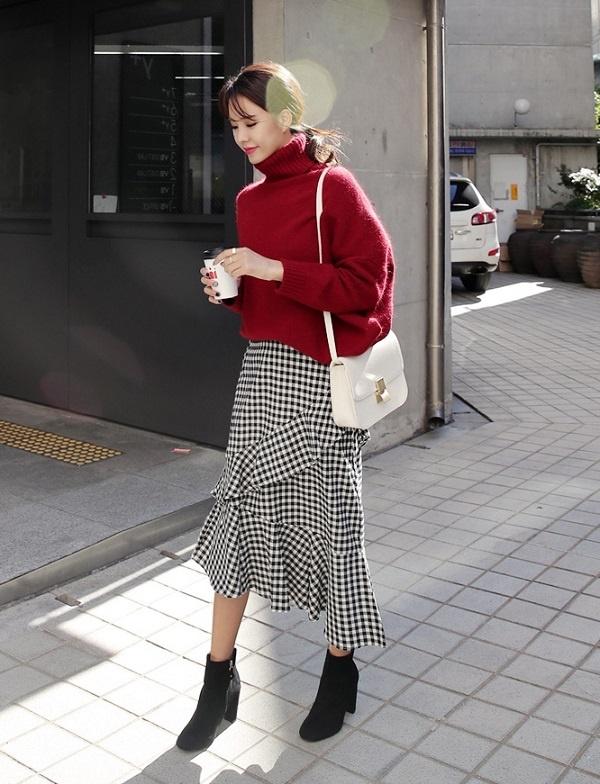 Áo len và chân váy midi chất liệu mềm mại cũng đang là công thức