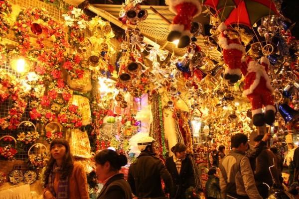 Đường Hải Thượng Lãn Ông, phố người Hoa là khu vực bán đồ Giáng sinh nổi tiếng ở Sài Gòn.