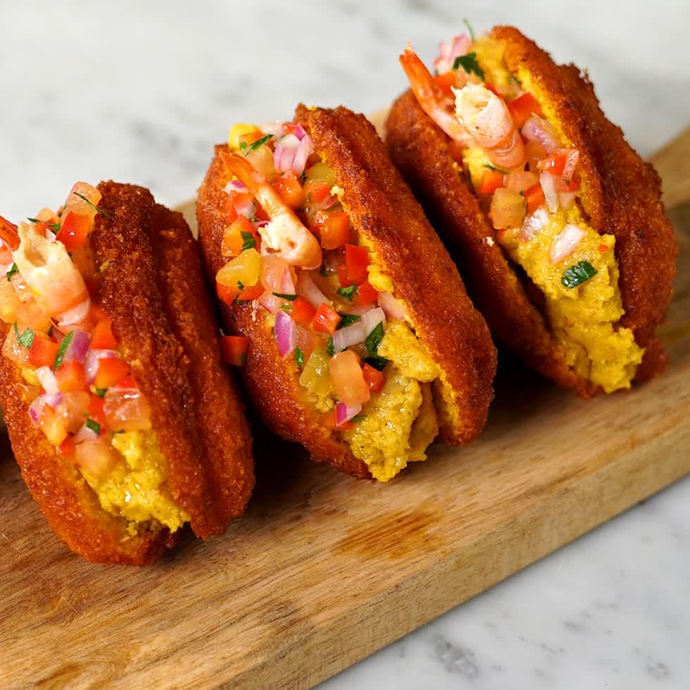 Acaraje là món ăn không thể thiếu trong dịp năm mới ở Brazil.