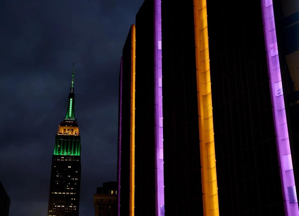 Tòa nhà Madison Square Garden được thắp sáng để vinh danhKobe Bryant trước trận đấu giữa New York Knicks và Brookyn Nets vào tốt ngày 26/1/2020 tại New York. Ảnh: Getty.