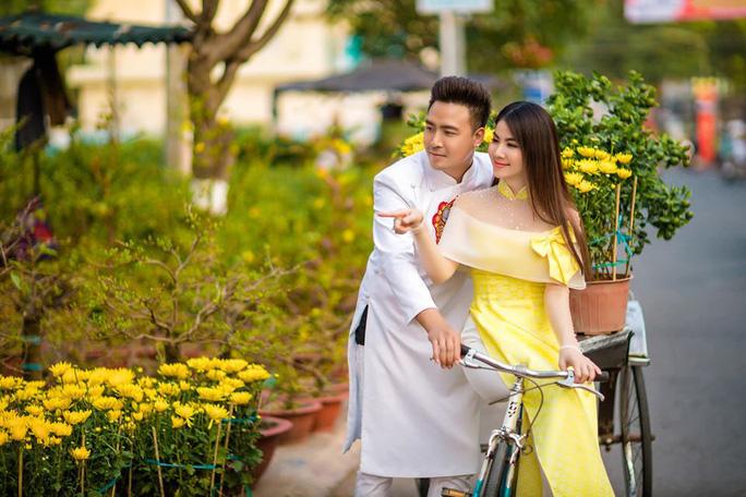 Gia đình nghệ sĩ Việt thay phiên nhau đăng ảnh Tết hạnh phúc