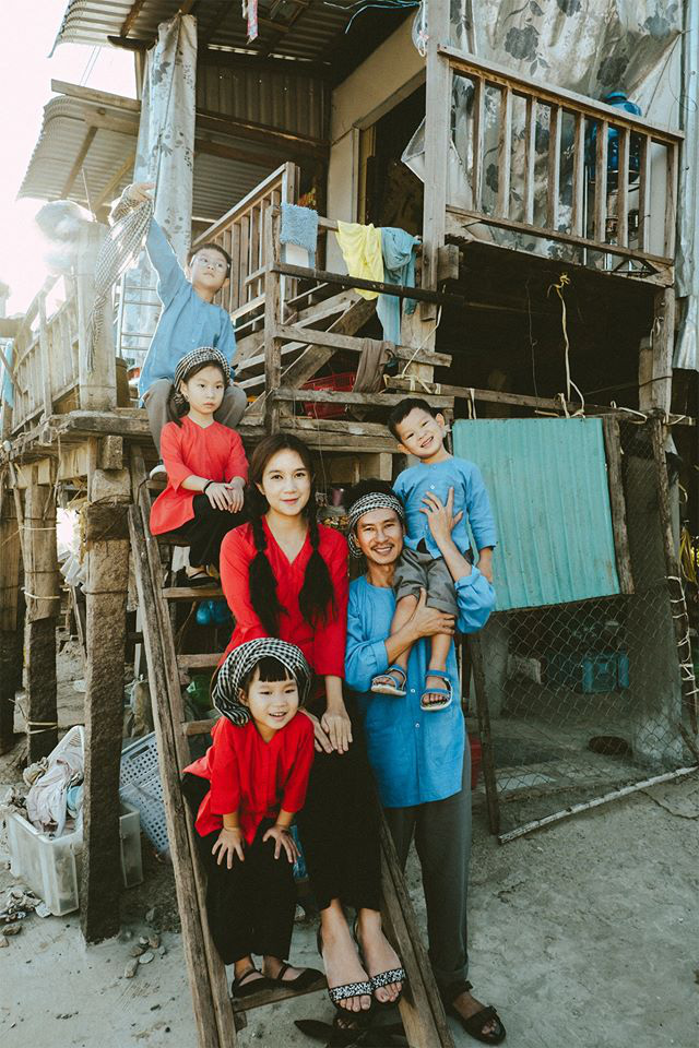 Gia đình đông con Lý Hải - Minh Hà trong ảnh tết ngộ nghĩnh, đáng yêu.
