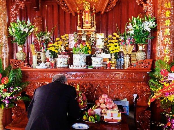 Mùng 1 Tết, các gia đình rất chú trọng việc chuẩn bị lễ cúng mùng 1 Tết, cầu mong 1 năm mới may mắn, bình an.