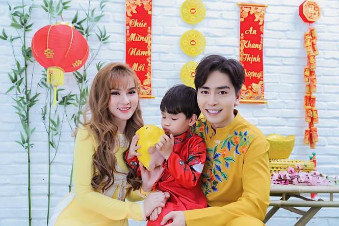 Thu Thủy cùng chồng trẻ lên Đà Lạt chụp ảnh tết gia đình.