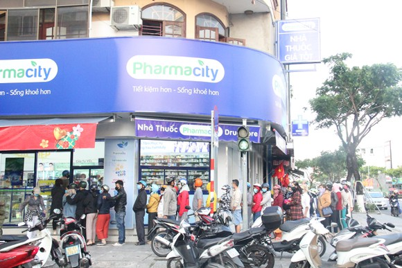 Pharmacity sẽ bán khẩu trang cố định vào các ngày thứ 3,5,7 hàng tuần tại 47 cửa hàng tại TP.HCM