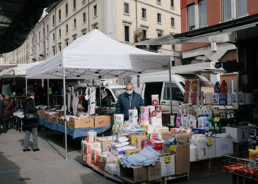 Hôm 27/2, khu chợ đường phố Via San Marco yên tĩnh khác thường.