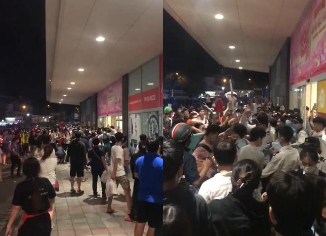 Hình ảnh ghi lại cảnh  hỗn chiến  của hai nhóm tại TTTM AEON Tân Phú. - ẢNH: CẮT TỪ CLIP.