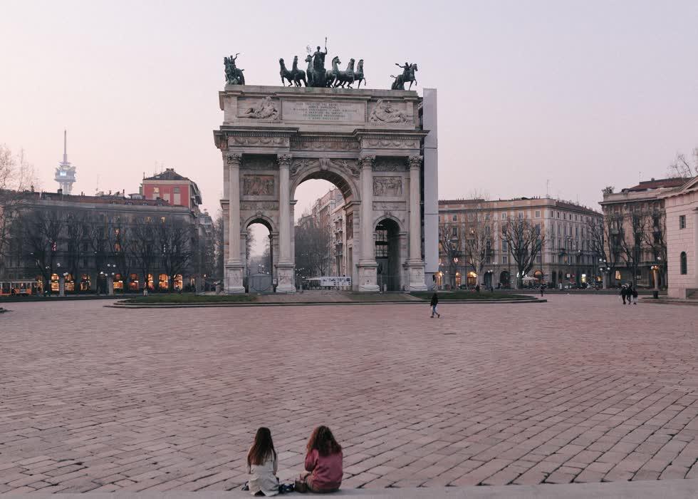 Khung cảnh vắng vẻ xung quanh Arco della Pace hôm 24/2. Kiến trúc này là một trong những biểu tượng của Milan, nằm ở trung tâm thành phố.