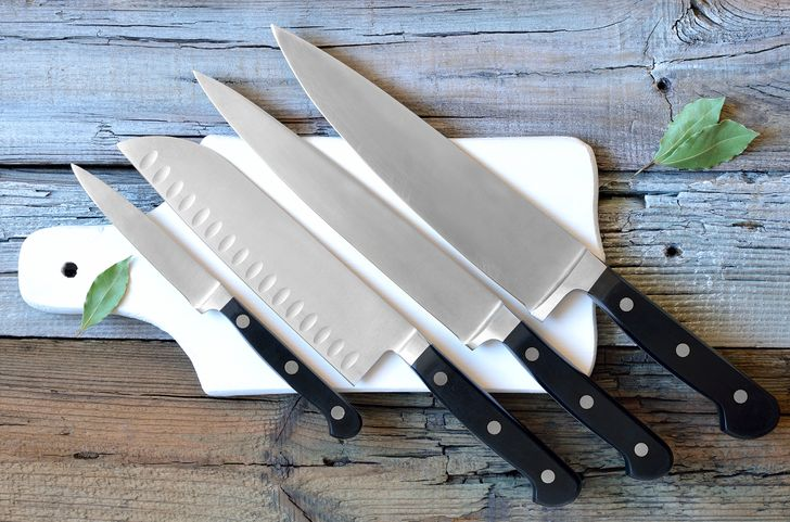 10 dụng cụ nguy hiểm trong nhà bếp bà nội trợ cần biết
