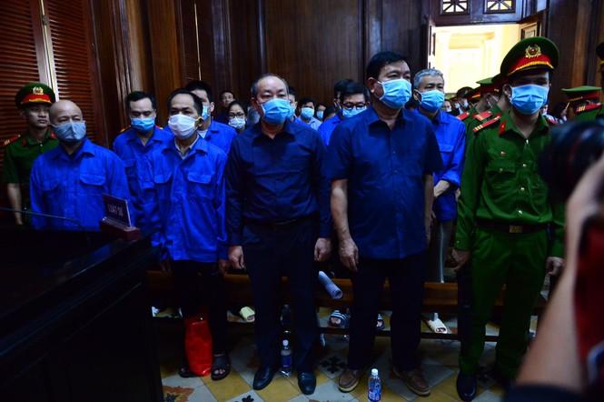 Các bị cáo tại phiên tòa. Ảnh: Tiền Phong