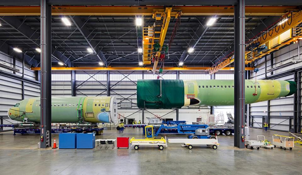 Động cơ của tàu bay AirbusA321CEO được sản xuất tại nhà máy Pratt & Whitney, thành phố Middletown, bang Connecticut, Mỹ. Ảnh: New York Times.