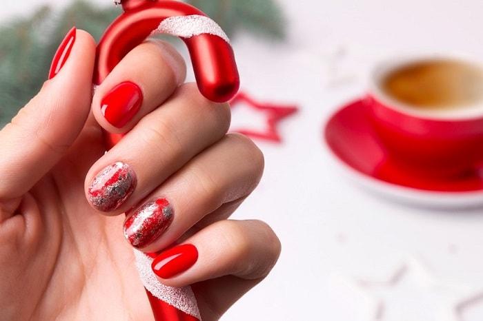 Nổi bật và quyến rũ đúng với tinh thần của mùa Giáng Sinh với mẫu nail Noel này.