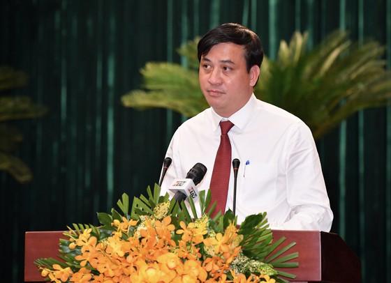 ÔngLê Hòa Bình, Giám đốc Sở Xây dựng TP.HCM được bầu giữ chức Phó Chủ tịch UBND TP.HCM. Ảnh: SGGP