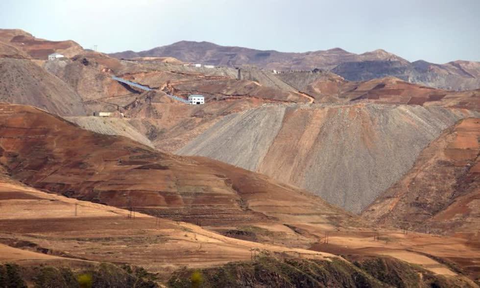 Khu vực vùng núi của Triều Tiên khoảng 200 loại tài nguyên khoáng sản có giá trị ước tính lên tới 10.000 tỷ USD. Ảnh: Reuters.