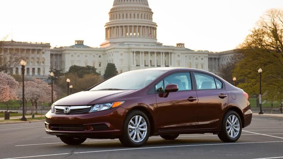 Cả 2 phiên bản sedan và coupe của Honda Civic 2012 đều lọt vào danh sách.