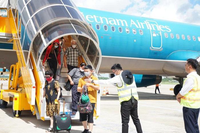 Công điện của Thủ tướng yêu cầu xử lý nghiêm vi phạm trong cách ly tại Vietnam Airlines, đồng thời thực hiện nghiêm việc cách ly đối với tổ bay, tiếp viên, bảo đảm đúng các yêu cầu phòng, chống dịch. Ảnh: VNA