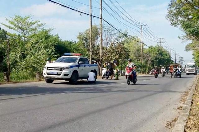 Công an dựng lại hiện trường vụ CSGT bị đánh trên đường Nguyễn Văn Linh. Ảnh: Dân Trí
