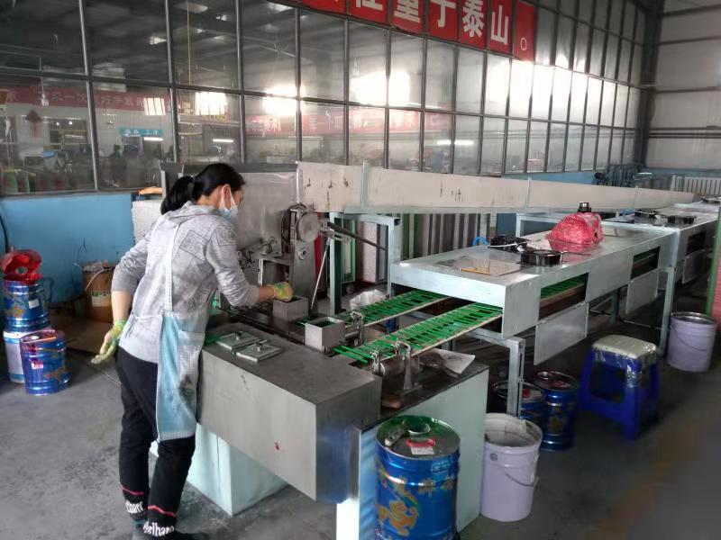 Một mô hình sản xuất bút chì tại Yuanbao.Ảnh:China Daily.