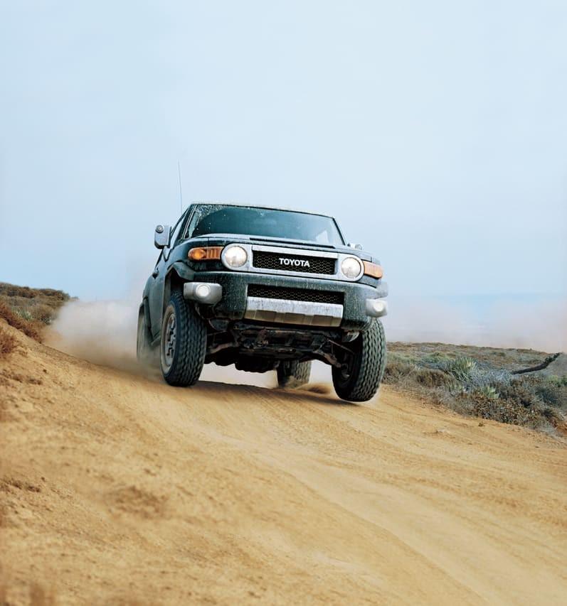 Toyota FJ Cruiser nổi tiếng là mẫu SUV có khả năng vượt địa hình tốt.