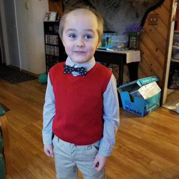 Cậu bé này đồng ý để bố mẹ vui đùa một chút trước khi sửa lại mái tóc. Ảnh:@KThingy.