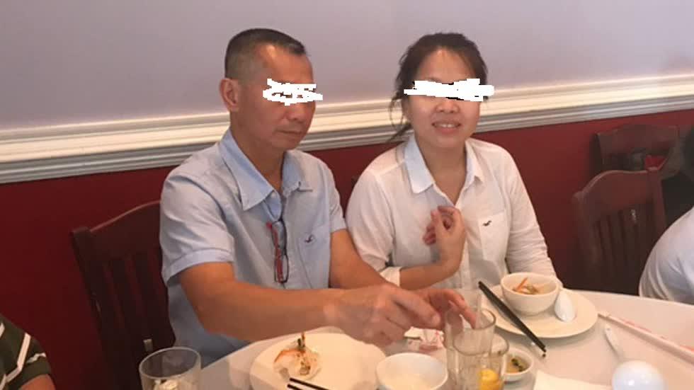 Khiêm Ba Trinh (bên trái) và Minh Nguyễn đã bị bắn tại cửa hàng Mount Dora của họ. Ảnh từ gia đình của nạn nhân.