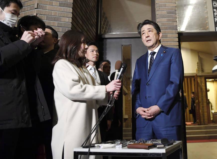 Thủ tướng Nhật Bản Shinzo Abe phát biểu với phóng viên tại Tokyo, Nhật Bản chiều 24/3.