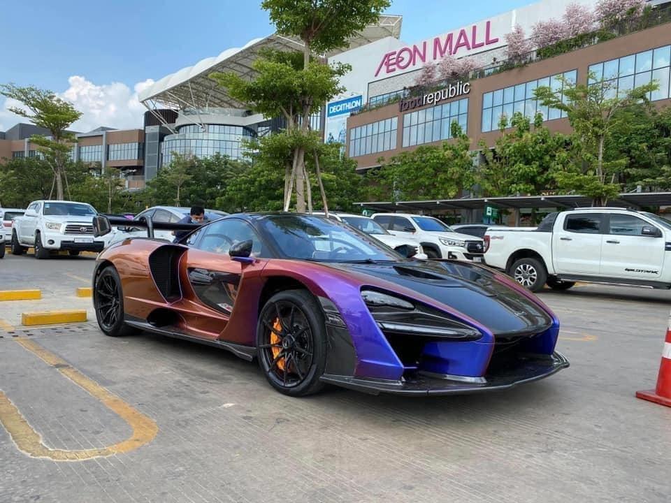 Việc chiếc siêu xeMcLaren Sennacủa doanh nhân quận 12 cập cảng và di chuyển ở đất nước Campuchia trong 2 ngày cuối tuần vừa qua trước khi mang về Việt Nam đã khiến dân tình trong nước không khỏi xôn xao. Có thể thấy rằng, trong số 500 chiếc siêu xe McLaren Senna được sản xuất trên toàn thế giới thì số lượng xe có màu sơn