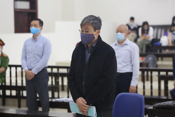 Bị cáo Nguyễn Bắc Son tại phiên toà. Ảnh: Người Lao Động