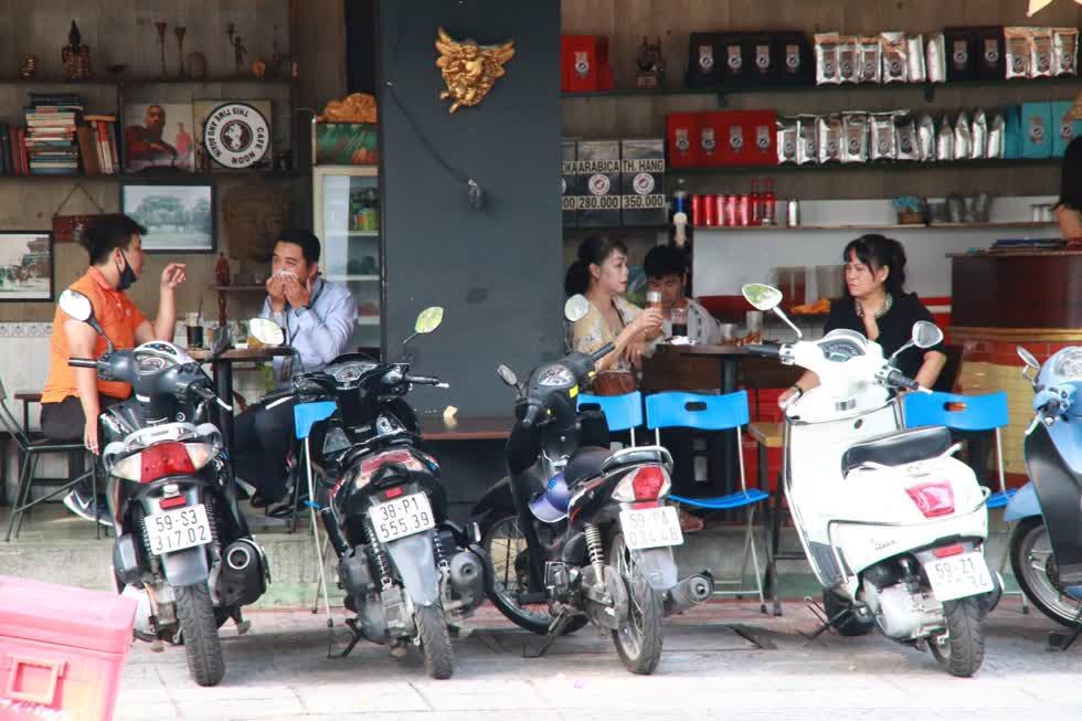 TP.HCM sẽ áp dụng các biện pháp phòng chống dịch bệnh theo quy định của Thủ tướng Chính phủ. Một quán cafe trên đường Nguyễn Bỉnh Khiêm.Ảnh: Tri Thức