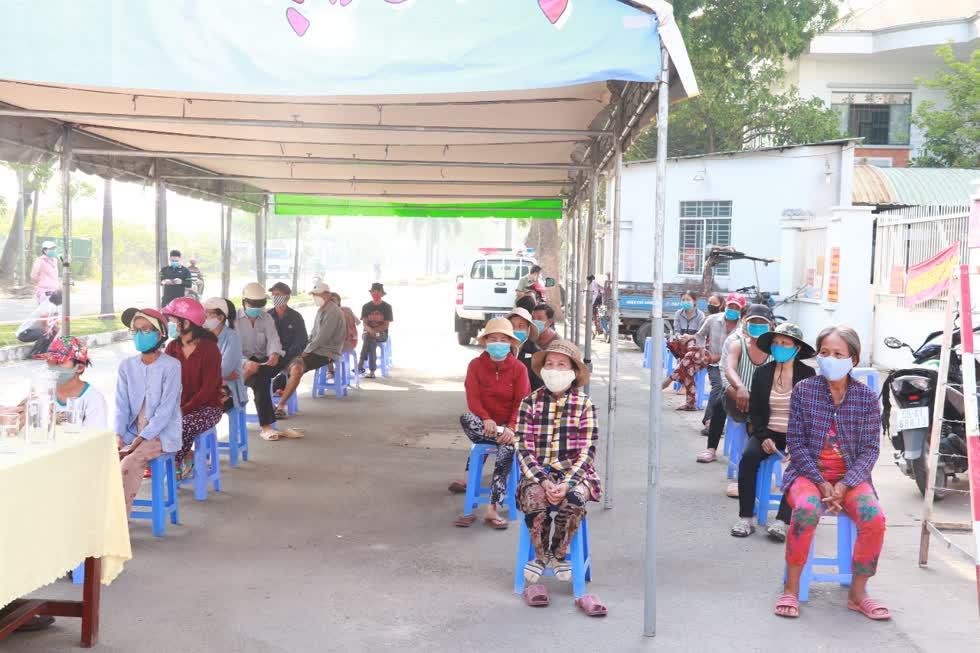 Đại diện của UBND phường Bình Hưng Hòa B, chị Đinh Thị Lụacho biết, địa phương đã được CLB doanh nhân Quế Sơn - Nông Sơn - Hiệp Đức hỗ trợ nhiệt tình cho công tác chuẩn bị.Ảnh: Tri Thức